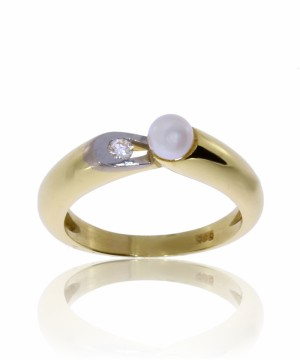 101231 RING I GULL MED 4,4 MM PERLE OG DIAMANT 0,05 CT WP1